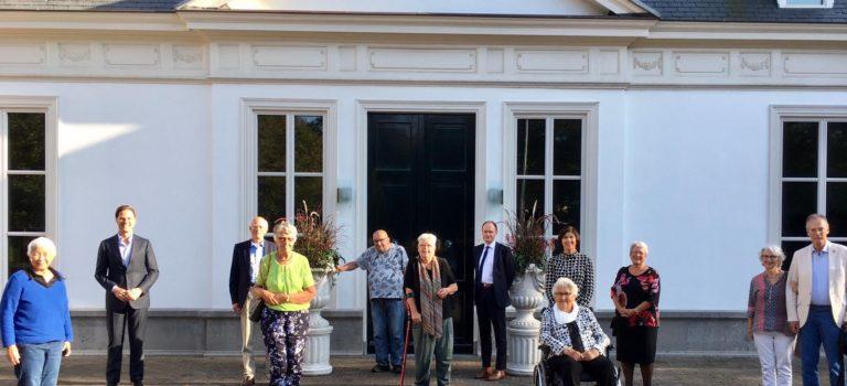 Premier Rutte in gesprek met ouderen over corona