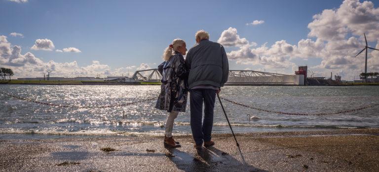 Landenvergelijking: houdbare ouderenzorg vereist langetermijnvisie en maatschappelijk draagvlak
